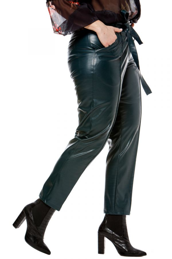 Leather-like croc belted trousers in green colour