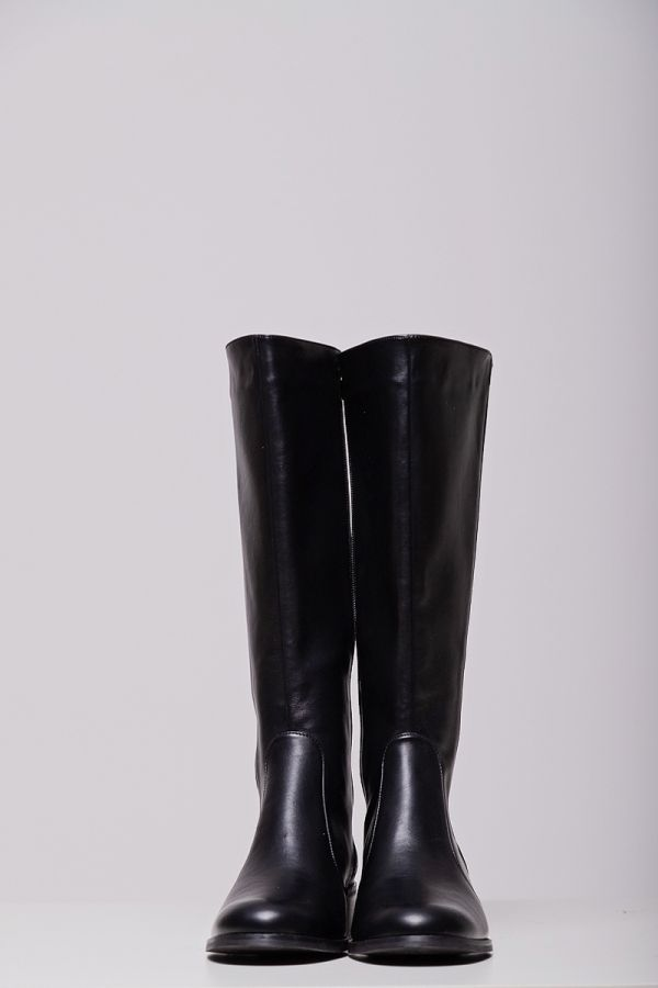 Leather-like wide calf knee-high boots in black colour