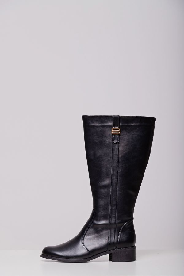 Leather-like wide calf knee-high boots with gold detail in black colour