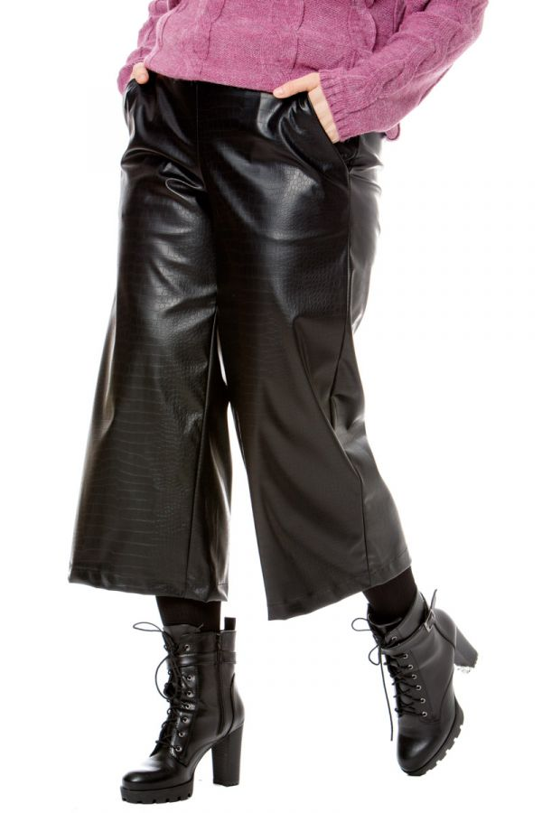 Leather-like croc culotte trousers in black colour