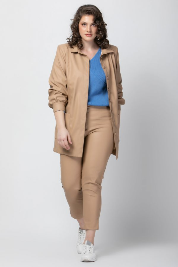 Leather-like shirt jacket with pockets in beige colour