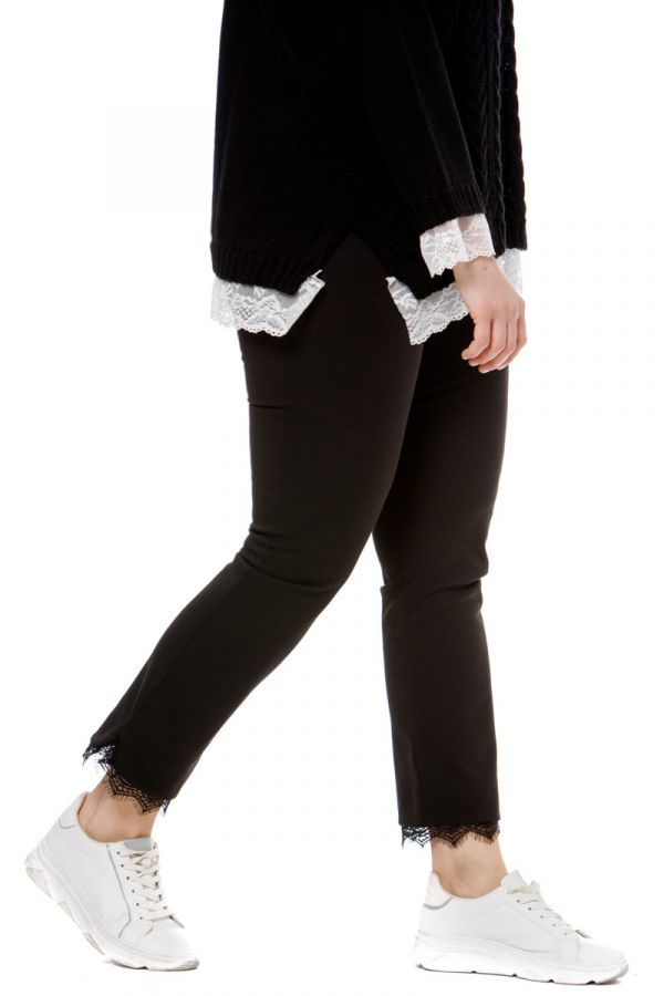 Trousers with lace details in black colour