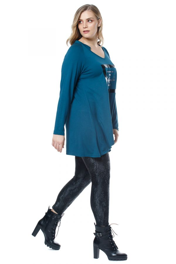 Loose asymmetric blouse with print in petrol colour