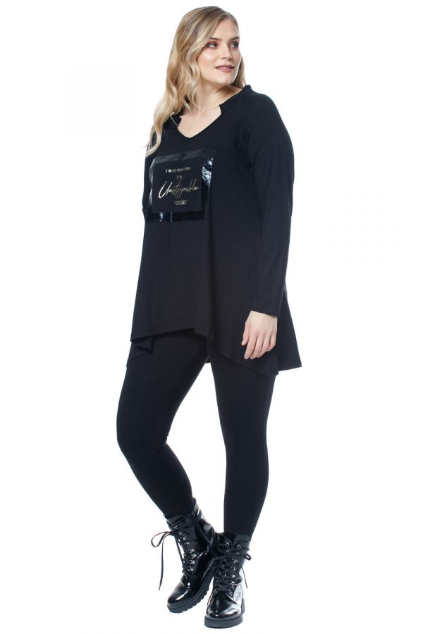 Loose asymmetric blouse with print in black colour