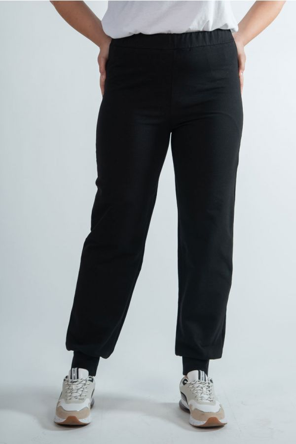 Sweatpants with elasticated cuffs in black colour