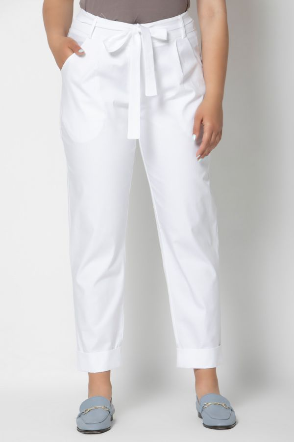 High-waisted belted peg trousers with turn up in white colour