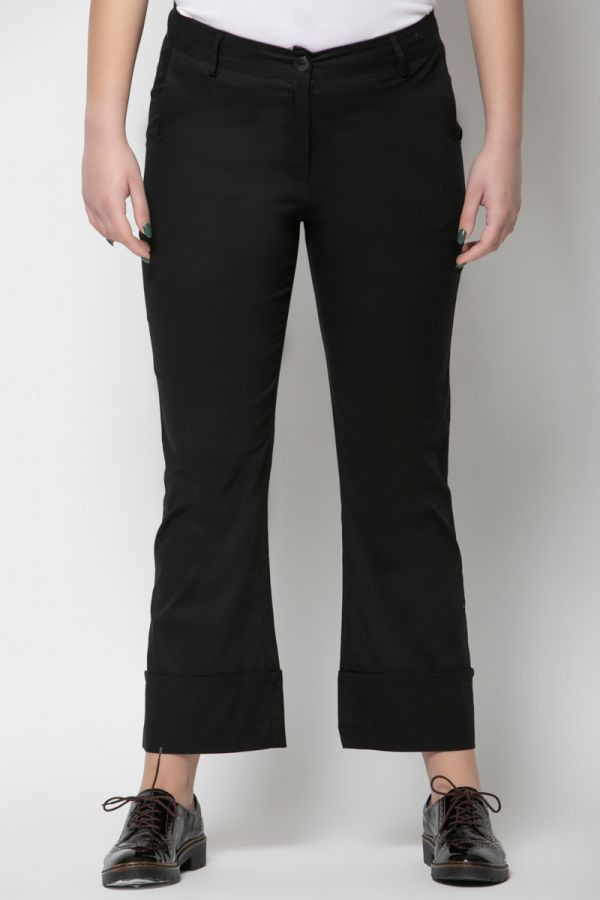 Trousers with wide cuffs in black colour