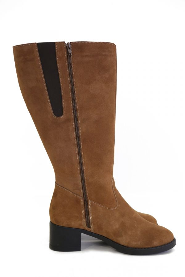 Wide calf suede boots in taba colour