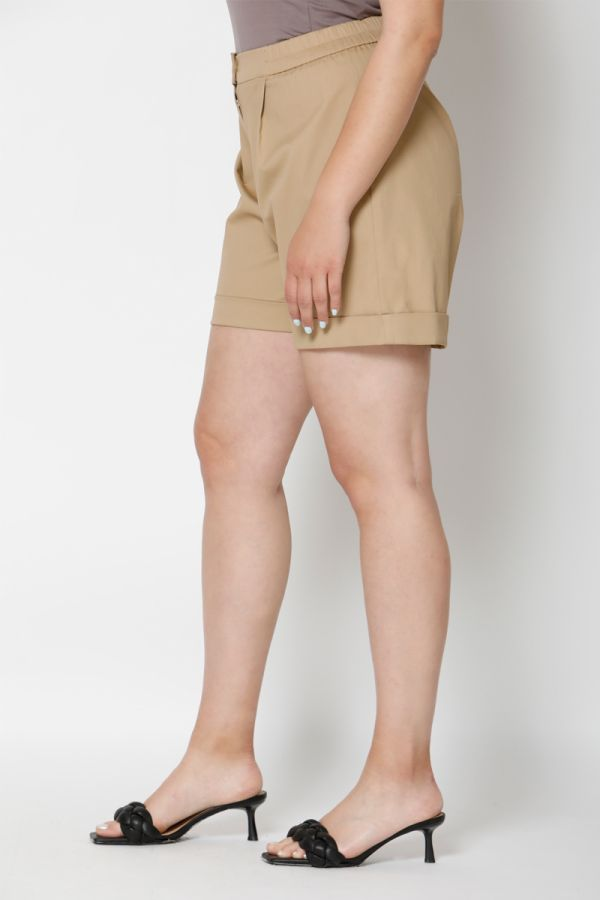 Pleated turn up shorts in beige colour