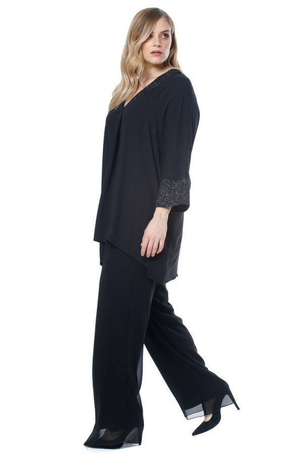 Embellished tunic in black colour