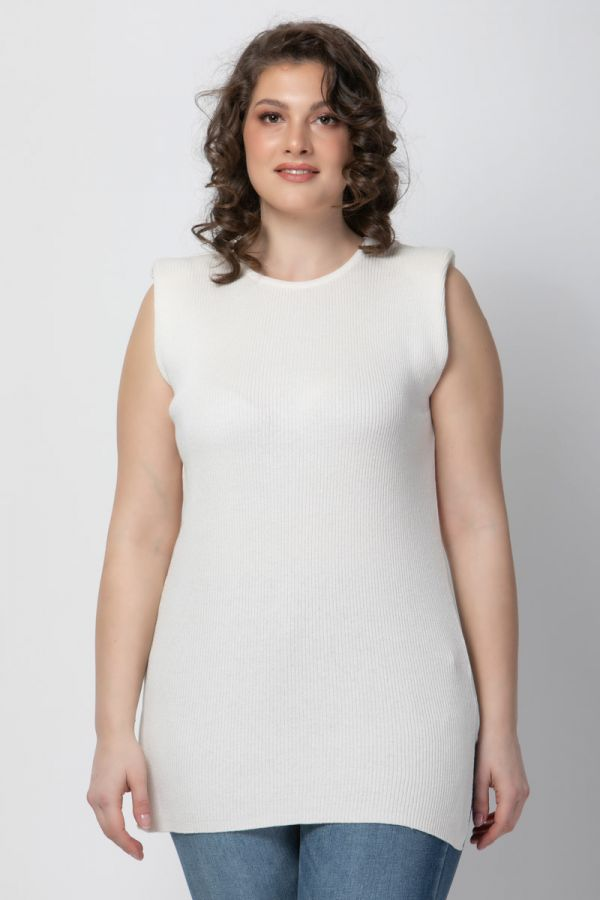 Soft cotton knit long top with padded shoulders in ecru colour