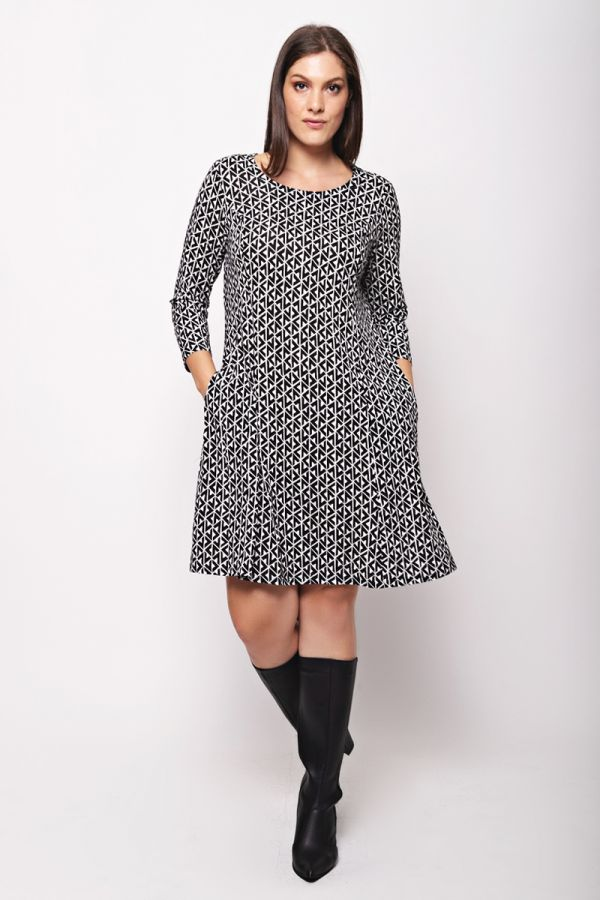 Dress with concealed side pockets in white/black colour