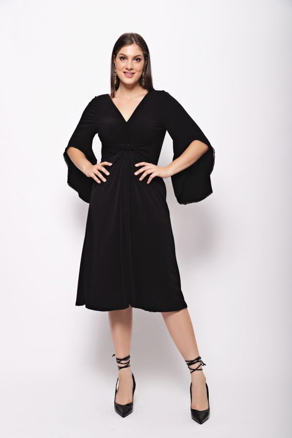 Midi dress with knot on the front in black colour
