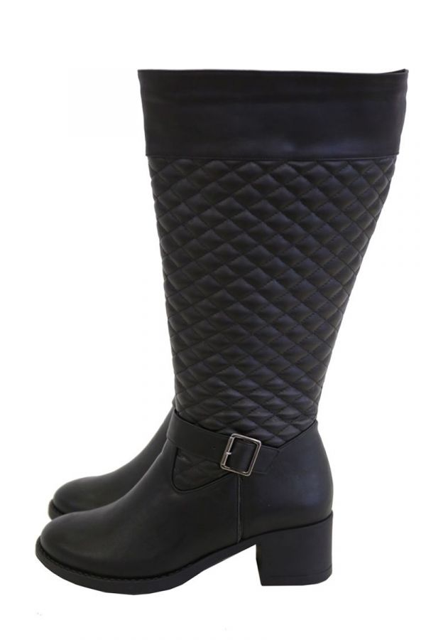Wide calf knee-high quilted boots in black colour