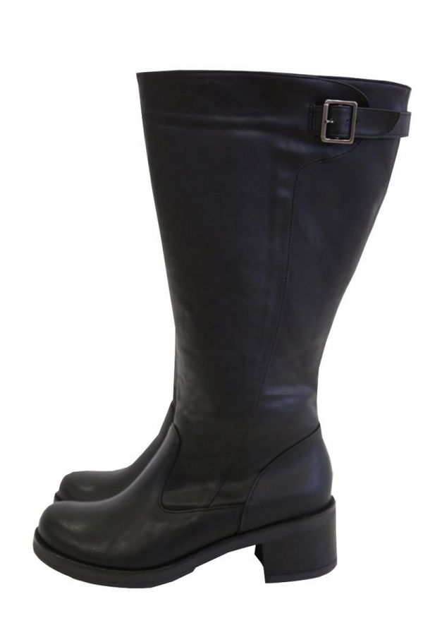 Wide calf knee-high boots with buckle strap in black colour