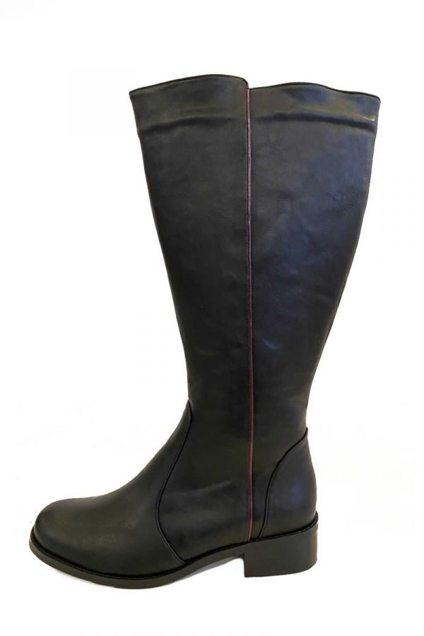 Wide calf knee-high boots in black colour