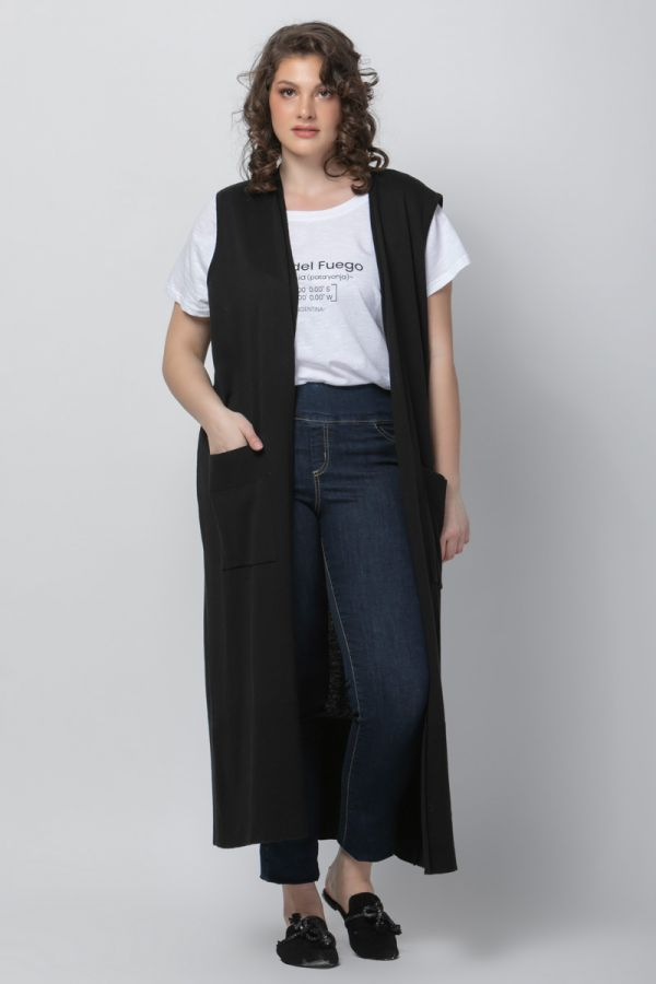 Long knitted vest with pockets in black colour