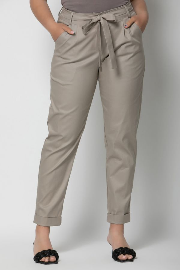 High-waisted belted peg trousers with turn up in beige colour