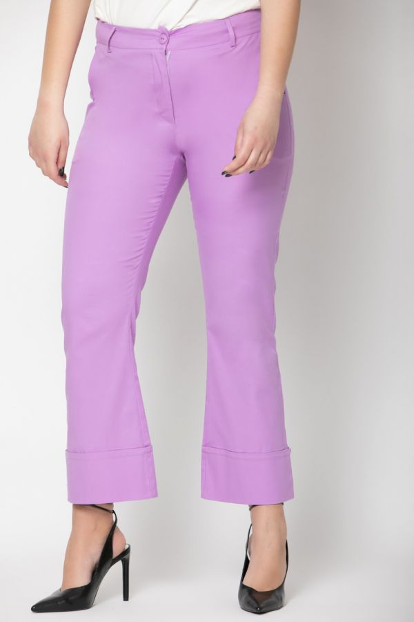 Trousers with wide cuffs in lilac colour