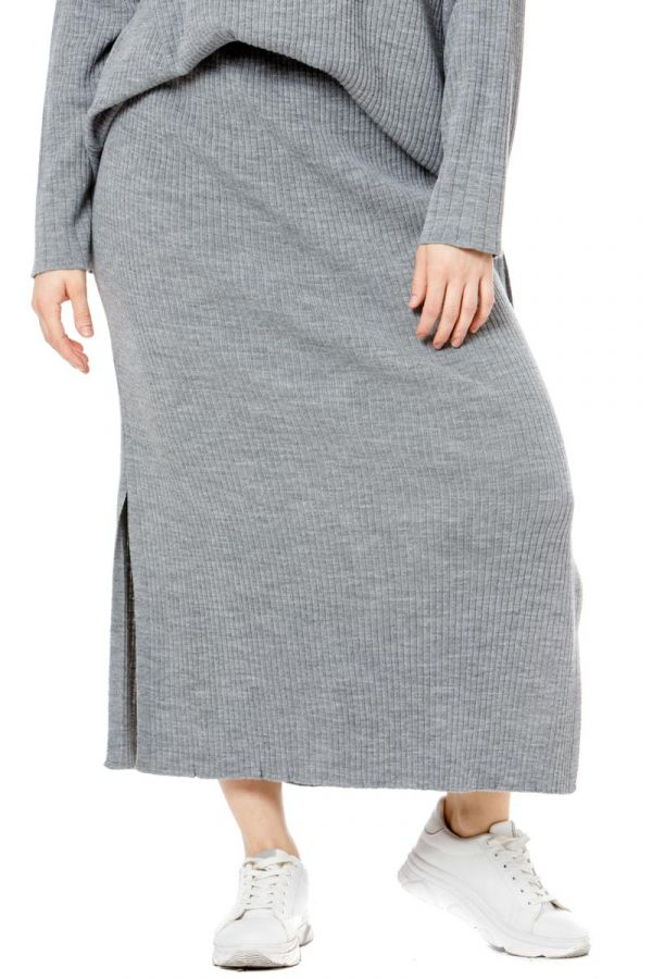 Long knit rib skirt with slits in grey colour