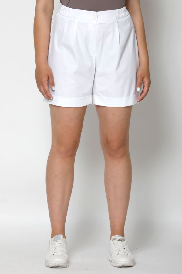 Pleated turn up shorts in white colour